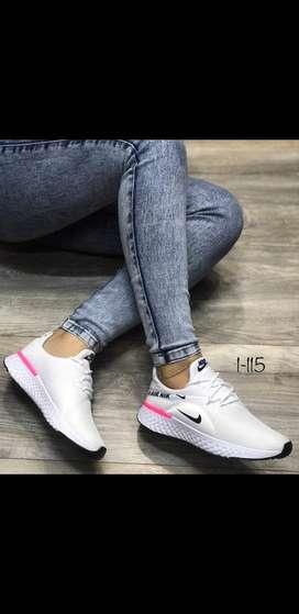 Zapato deportivo nike blancos  talla 39