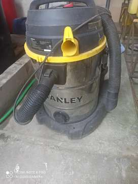Vendó hidrolavadora a  gasolina marca porten de segunda  3600 psi de potencia + una aspiradora industrial Marca Stanley