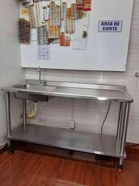 Lava platos industrial con mesa de trabajo