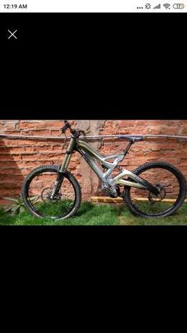 Bicicleta Downhill GT Fury Carbon