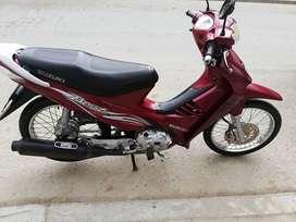 vendo moto suzuki 125 modelo 2010 full de motor impecable estado
