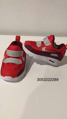 Tennis Nike y carters para BB