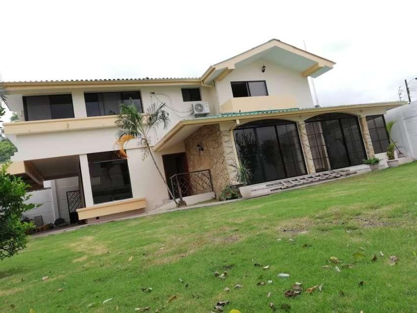 C061 - Venta Casa en Los Senderos 456 metros 4 dormitorios Ceibos Guayaquil - Vendo Casa 0