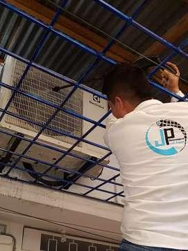 Servicio técnico en aires acondicionados instalaciones reparaciones y mantenimientos.