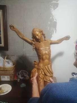 Hermoso cristo tallado en cedro