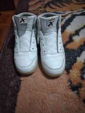 Zapatilla de nena usada en buen estado color blanco