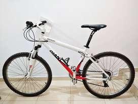 Bicicleta Giant R26- Impecable