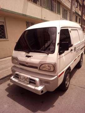 Mini van blanca de carga