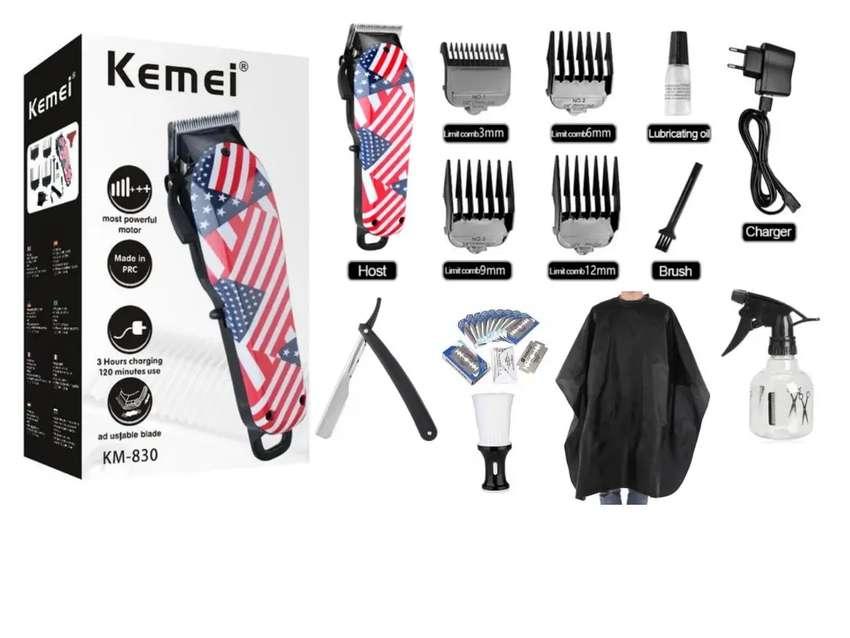 Máquina de cortar cabello inalámbrica Kemei con accesorios adicionales