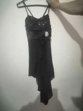 Vestido negro de mujer
