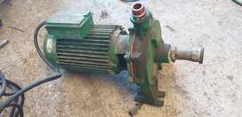 Motores trifásicos y bomba monofasica para mucho caudal