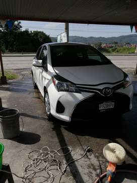 Vendo Toyota Yaris hatchback LE 2015 /55,000 negociables