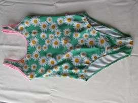 Traje de baño enterizo para nena, marca Como quieres que te quiera!, una sola postura!, impecable!