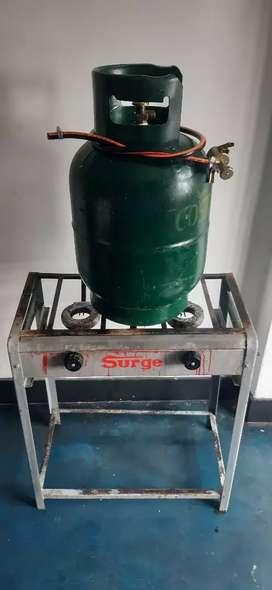 Cocina con galón de gas