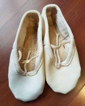 Zapatillas media punta. Talle 24