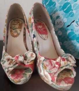 Zapatos Lady Stork N36 floreados COMO NUEVOS!!!
