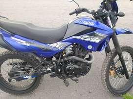 Se vende Moto UM año 2013 matriculada al día año 2019,moto conservada,y con poco kilometraje, llantas nuevas.