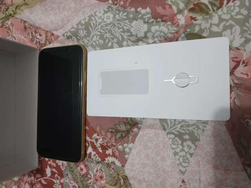 iPhone xr amarillo 64 G con llave 0