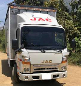 turbo JAC con furgón metálico y techo encarpado, con poco kilometraje 56100 cómo nuevo SOAT hasta  mayo y tec hasta jun