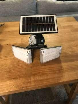 Lámpara solar impermeable con sensor de movimiento gira 360 grados