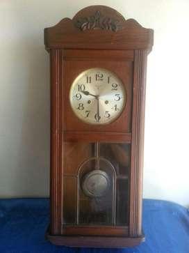 Antiguo reloj f m s a cuerda con carrillon