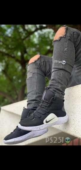 Bota Nike talla 39 Nuevo