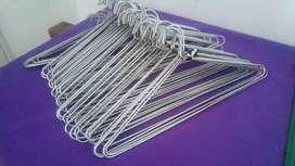 60 Perchas metalicas