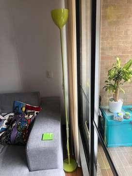 Vendo lampara de piso verde