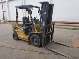 VENDO AUTOELEVADOR CATERPILLAR 2.5 TN