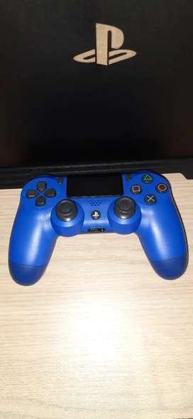 Se vende control ps4 segunda generación.