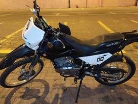 Venta de Motocicleta Susuki DR200 Negro
