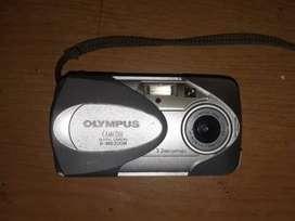 Olympus D560 Cámara digital de 3.2 MP con zoom óptico 3x