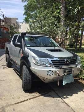 Vendo Toyota Hilux del 2012 modificada