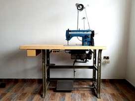 Máquina de coser marca singer