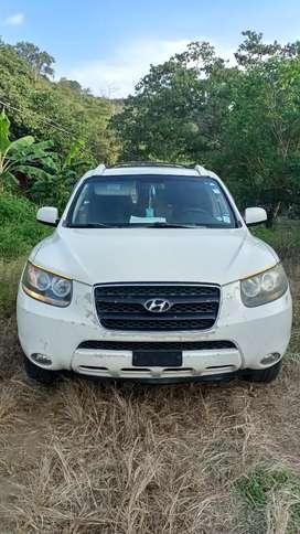 Se vende Hyundai Santa Fe 2008 motor a diesel 2.2 3 filas de asientos caja triptonica full buen estado cero choques