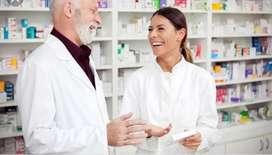 Regente de farmacia o auxiliar con licencia como expendedor