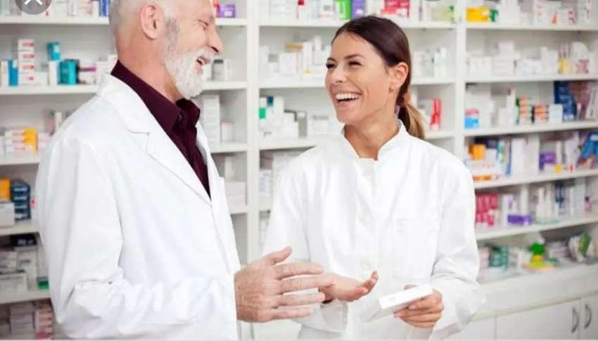 Regente de farmacia o auxiliar con licencia como expendedor 0