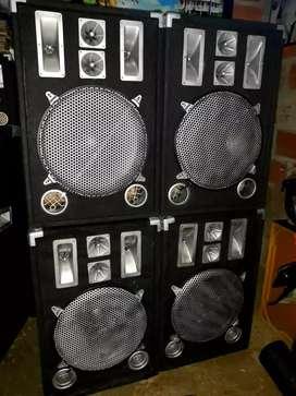 Amplificador y sus 4 cabinas