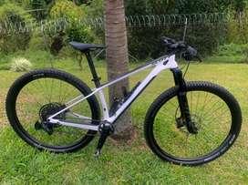 Venta bici de montaña en carbono