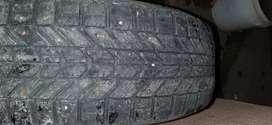 Vendo 2 neumáticos con clavo siliconadas tal como se ven 185/65/15
