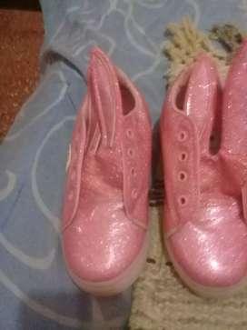 Vendo zapatillas para  nena número 29 en muy buen estado