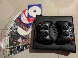 Xbox 360 slim con disco duro y 2 controles