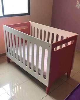 De oportunidad cuna y cambiador de bebe