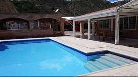 Preciosa casa con piscina construida sobre 2950 Mts
