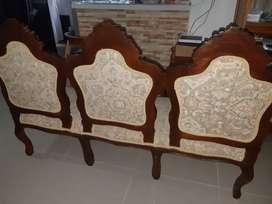 Sofá antiguo de 3 puestos