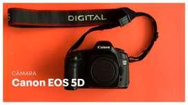 Cámara SLR utilizada Canon EOS 5D + Objetivo 50mm + Accesorios