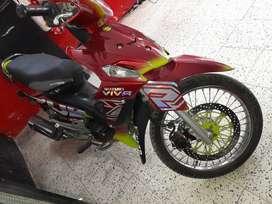 Vendo moto vivas r en buen estado