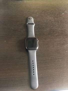 Apple Watch Series 4 GPS + Cellular (44mm) Caja de aluminio Gris Espacial y Correa Deportiva Negra