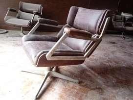 Liquido sillones retro de cuero.