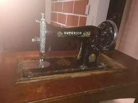 Maquina de coser superior